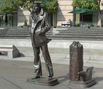 lone-sailor-statue.jpg