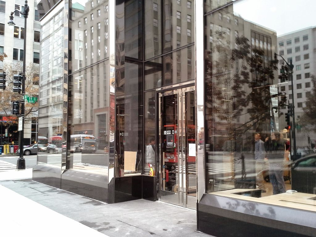arcteryx entrance pre opening 1099 h st nw