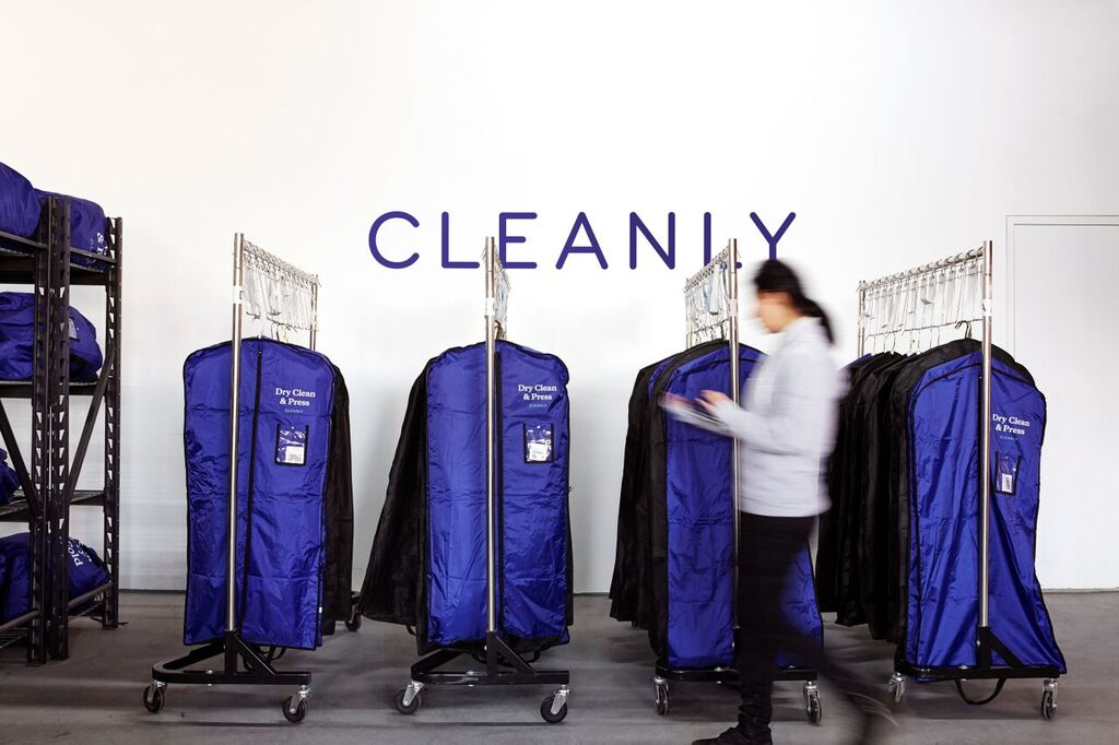 cleanly hanging bags